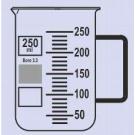 Becher Braunglas, niedere Form, m. Teilung u. Ausguss, mit Henkel